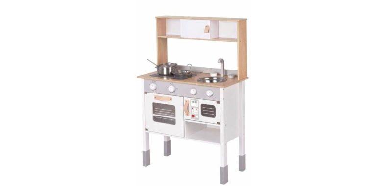 Moderne Küche mit viel Zubehör