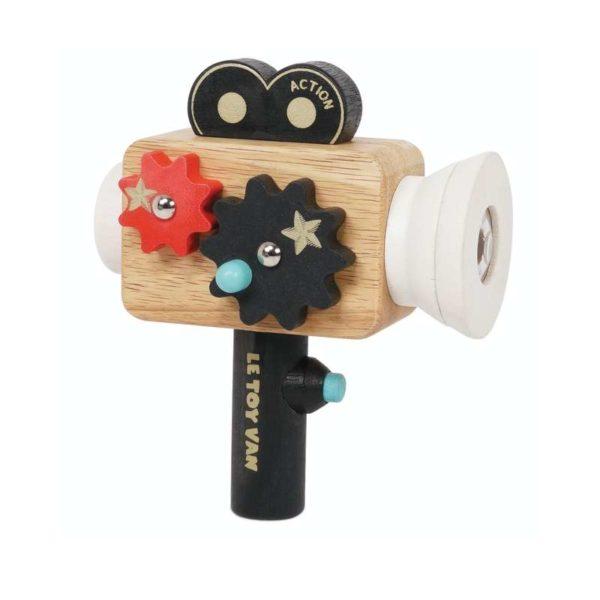 Licht, Kamera, Action! Dieses faszinierende Holzspielzeug inspiriert die Kleinen zum Gestalten, Darstellen und Teilen ihrer Geschichte. Die Kamera im Vintage-Stil ist einzigartig im Design; mit einer sich drehenden Zahnrad-Funktion und einem Kaleidoskop-Objektiv. Für Kinder ab 3 Jahre geeignet!